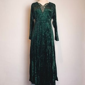 VTG Green Crushed Velvet and Lace Medieval Dress